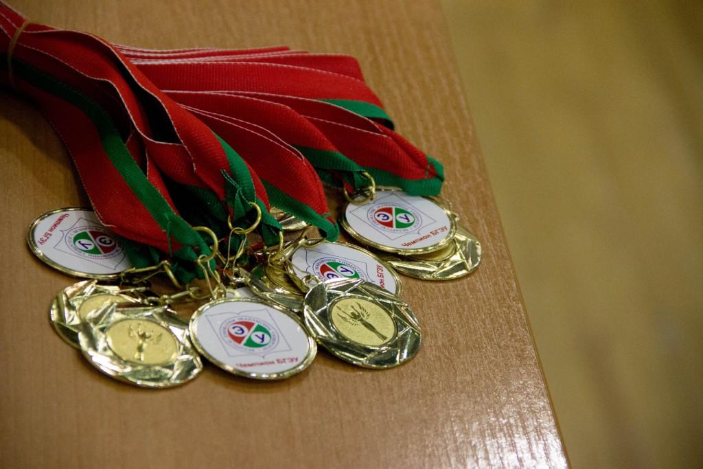 Медали за первое место на соревнованиях по волейболу