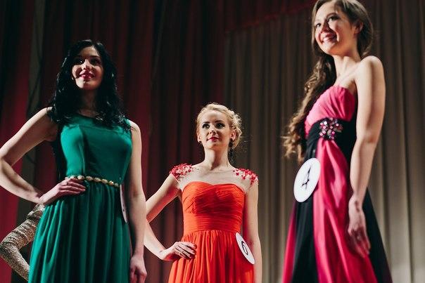 Мария Сокиркина (в центре), ФМк, Мисс БГЭУ 2015