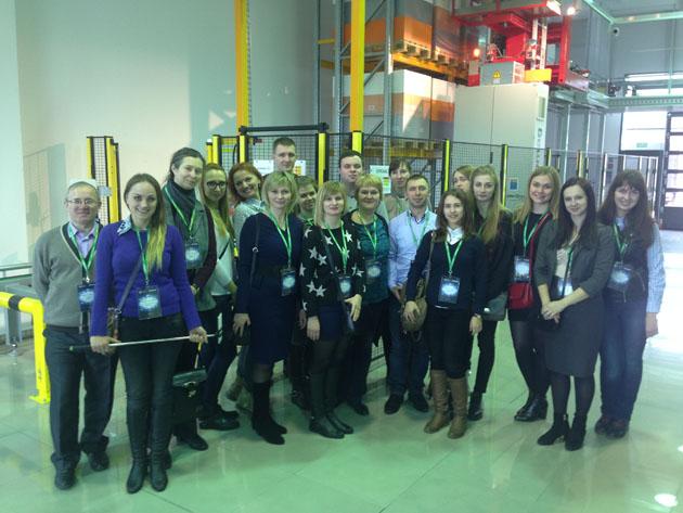 Студенты ФМк в образовательной поездке по Польше и Германии посещают логистический центр