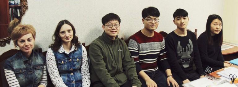 Знакомство студентов прибывших по обмену из Китая с учебой на ФМк БГЭУ