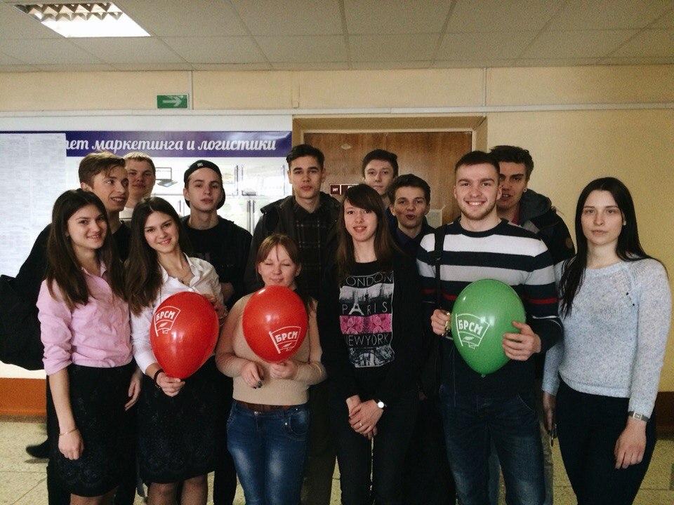 Участники акции: День смеха с ФМк.